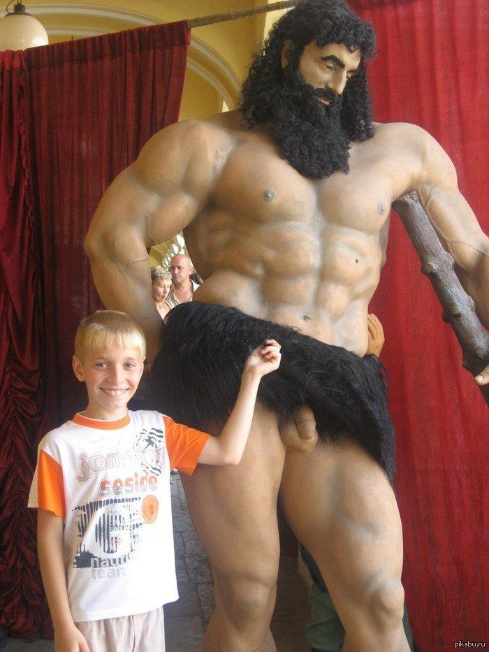 Мальчик со вставшим членом гей фото 106-280
