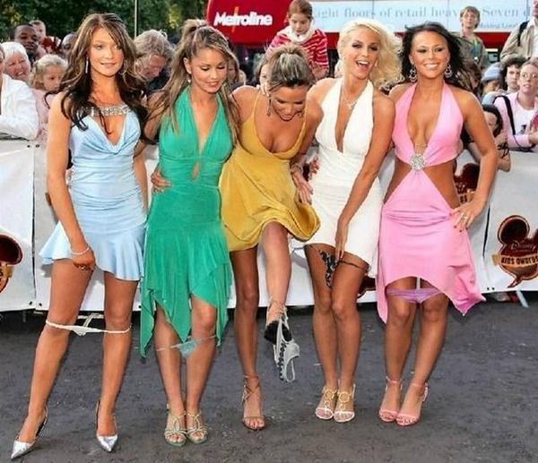 Женщины снимают и одевают стринги фото фото 32-343
