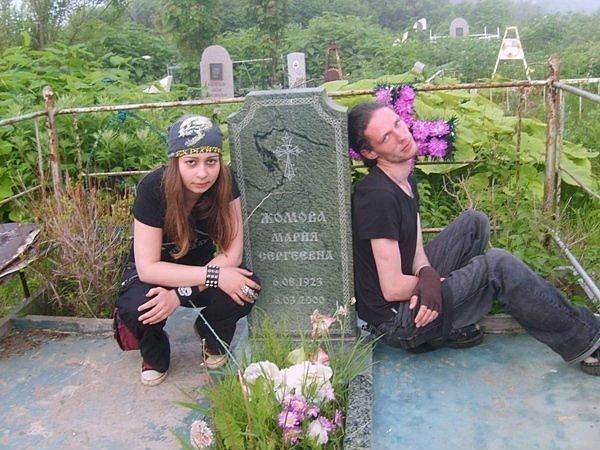 Готы эротические на кладбище фото 793-451