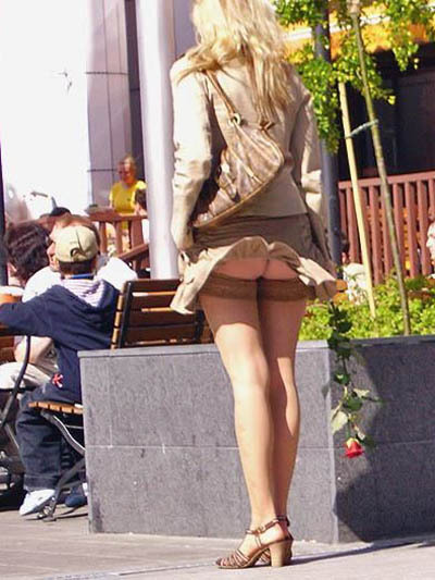 В длинных юбках без трусов