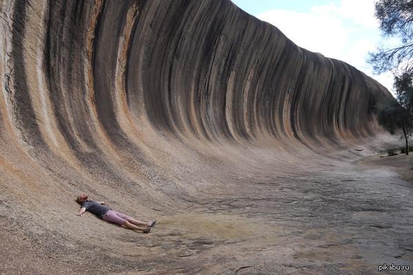 Каменная волна! можно встретить на западе Австралии, человек для сравнения :)