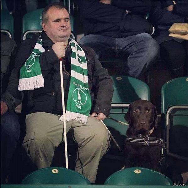 Слепой фанат чешского Богемианса на матче любимого клуба.