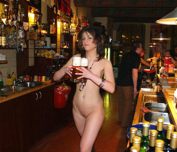 Эро фото в кафе, голая вышла покурить на балкон видео