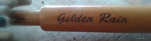 Внезапно. Ходишь с зонтиком лет 17 и вдруг замечаешь его название...  П.С. Golden Rain (англ.) - Золотой дождь. Так же, Золотой дождь - название разновидности фетиша.