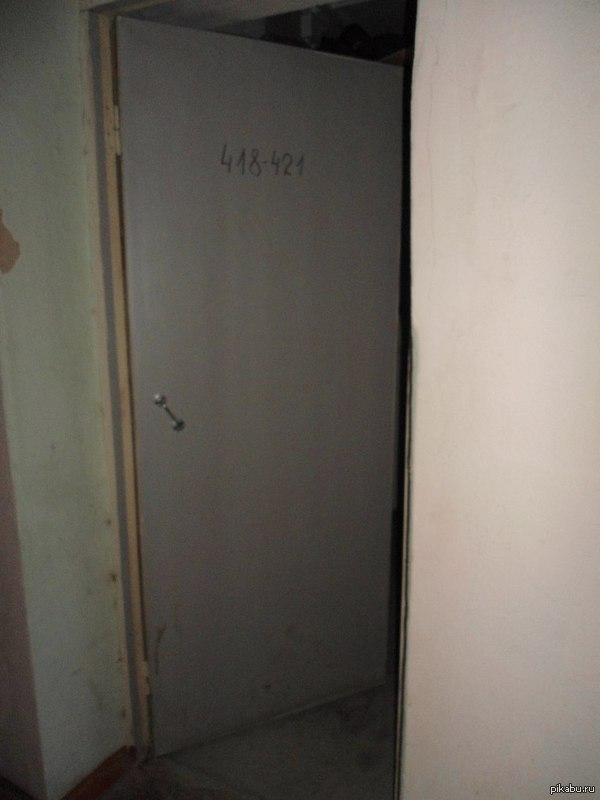 Дверь в общаге нашего вуза