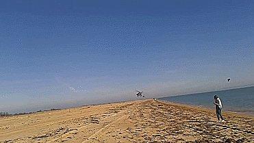 Ми-35 над крымским пляжем