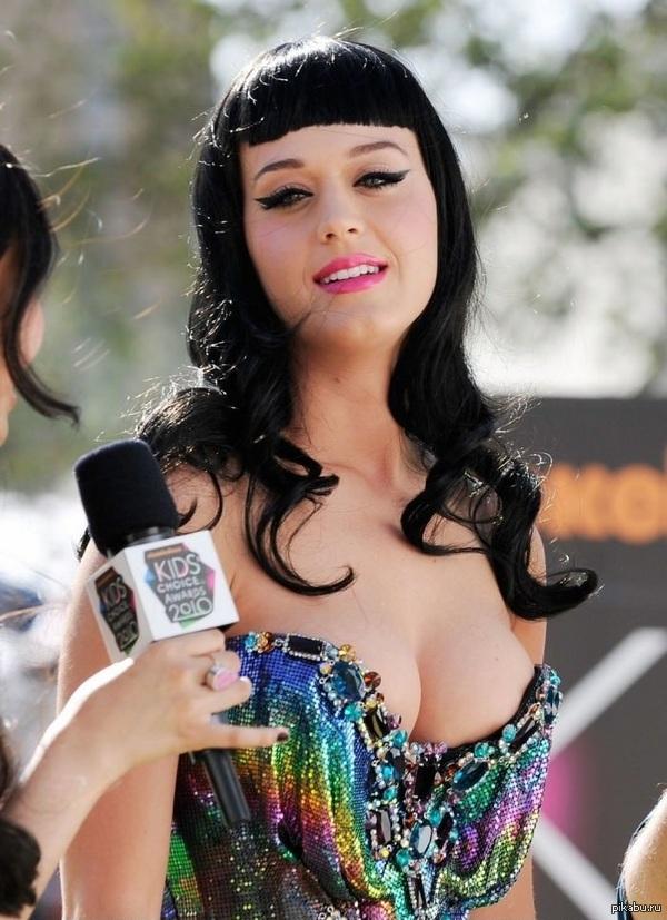 Кэти Перри на Kids' Choice Awards Детки любят разноцветные наряды)