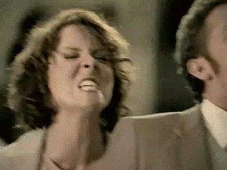Когда стоишь в очереди и кто-то начинает болтать с кассиром