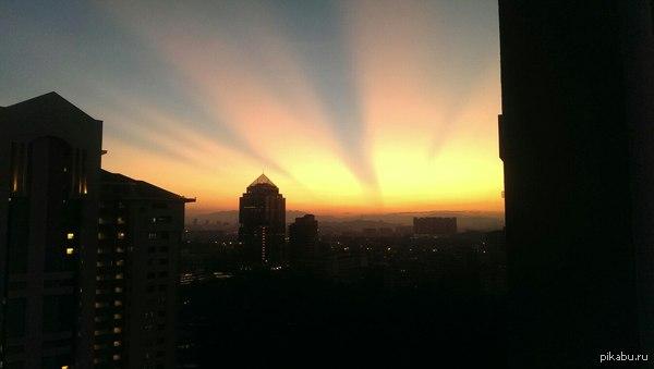 Рассвет Куала - Лумпур, Малайзия, к слову, рассвет тут в 6:45 а закат в 19:20
