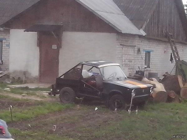 В одной из деревень Беларуси Качество плохое, фотал на алкаша в максимальном увелечении