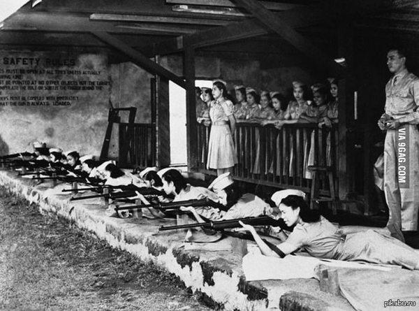 Тренировки по стрельбе из винтовки Первого Женского Партизанского Корпуса. Манила, 1941