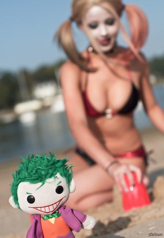 харли квинн на пляже - 7
