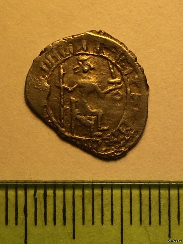 Что за монета? Уважаемые нумизматы, подскажите, плз, что за монета?  вес - 0.79 гр.