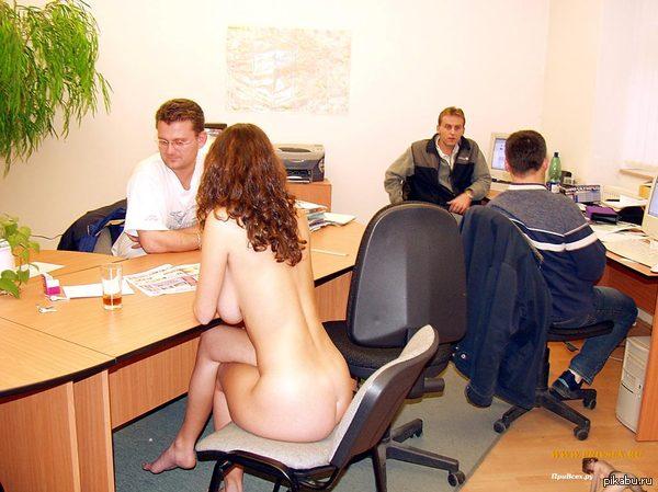фото девушек в офисе голых