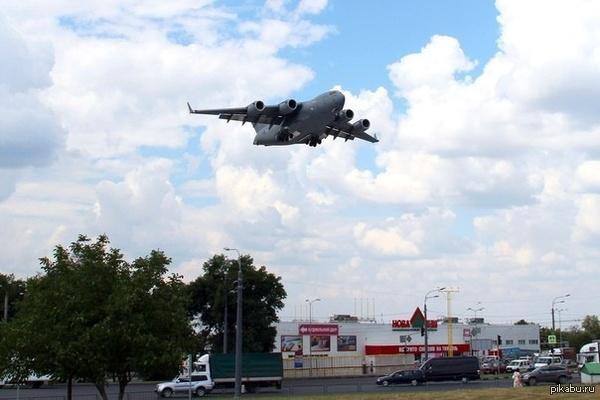 C-17 Globemaster 08.08.2014. Харьков, утро.  C-17 Globemaster III заход на посадку в аэропорт...
