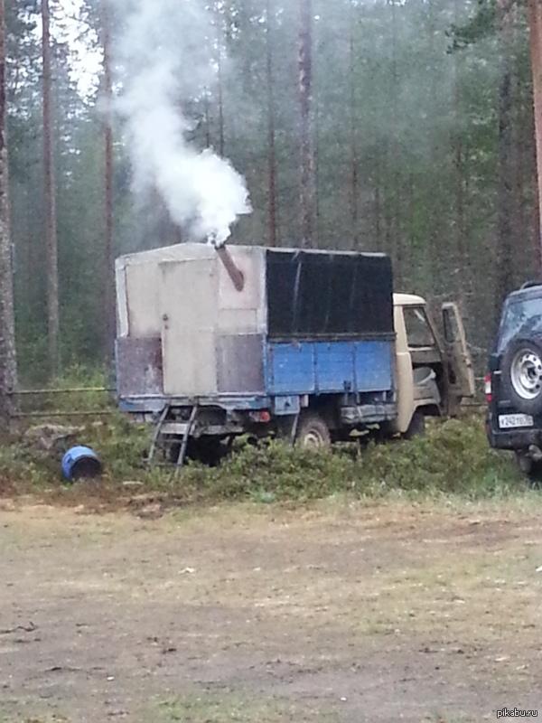 УАЗ с печкой в кузове! Охотничий УАЗ знакомых. Да внутри обычная печь которая топится дровами, чтобы зимой не замерзнуть!     p.s. фотку развернул пикабу :(