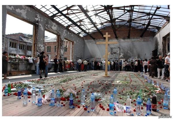 3 сентября - День солидарности в борьбе с терроризмом и день окончания теракта в Беслане В течение нескольких дней террористы подвергали истязаниям 1120 заложников, 330 из них погибли, в том числе 176 детей. 783 человека получили ранения.