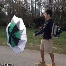 Практическое применение сдувателя листьев Если не заметили, то он на спине, а в правой руке - труба
