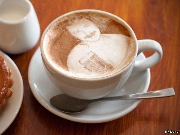 Выпьем за любовь! Чашечку Игоря Николаева, пожалуйста!