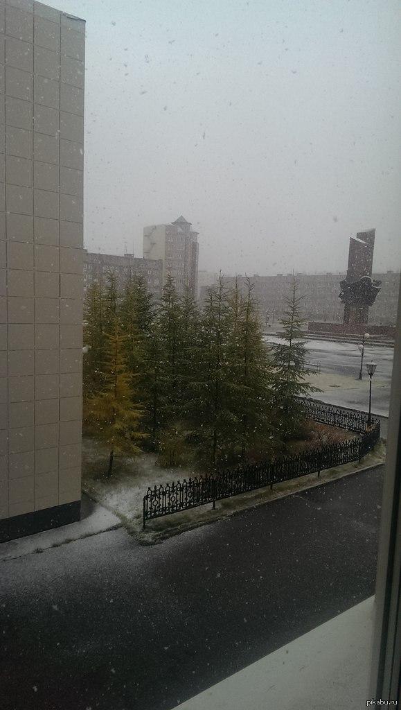 У нас тут своя атмосфера. Сегодня пошел снег, Новый Уренгой. 18,09,2014