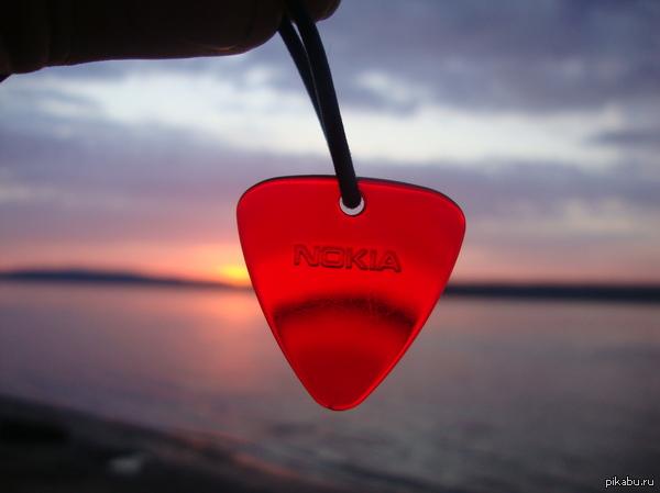 Как в воду глядел... Лет 6 назад сделал фотографию, как же символично получилось Nokia на закате