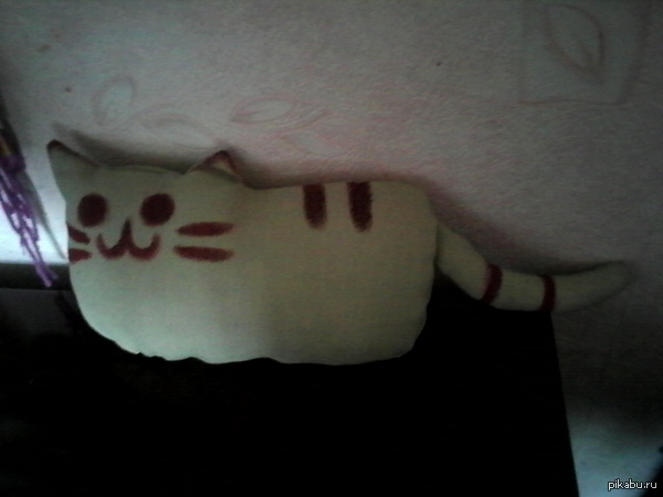 Котик с: Шила для подруги. Он супер-кривой, но супер-милый с: