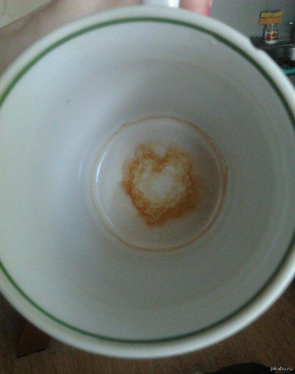 ЛюбоФфф естЬ Как не сентиментально, но к пятничнемоу моё  =)))   Попила растворимый кофе, а тут такое..,  жалко мыть!