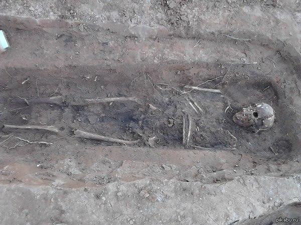 Моя работа - археолог.  Минусуй - не минусуй, а современные реалии таковы. С июля по ноябрь 2013 работал на раскопках Троицкого кладбища (1810-1929). Типичная Ижевчкая стройка на костях.