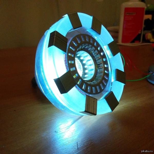 """Моё почти пятничной """"моё"""" :) С опозданием на пол часа выкладываю наконец доделанный реактор железного человека :) В ближайшем будущем буду делать и шлем ЖЧ"""