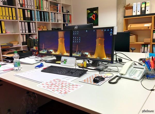 Моё место работы когда я в бюро - программист контроллеров для подъемных кранов.