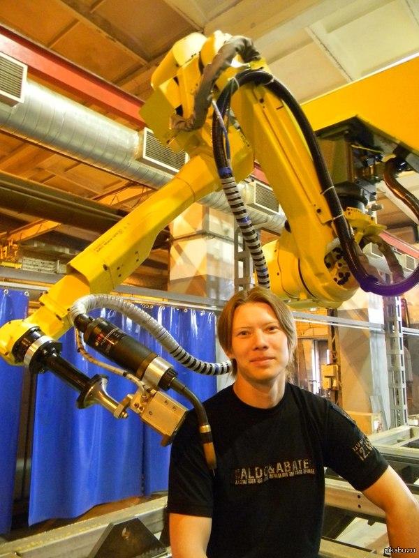 Моя работа Программирую этого желтого сварочного робота