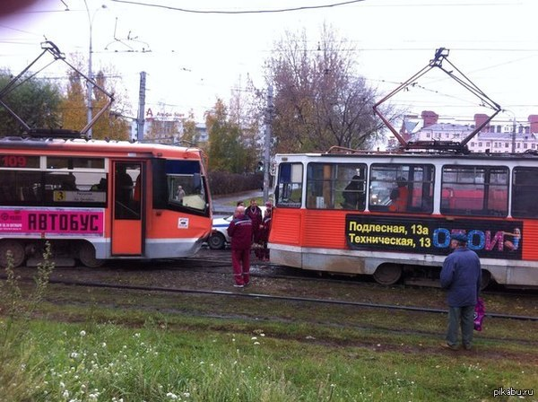 Лобовое столкновение трамваев Лобовое столкновение трамваев из за неправильно переведенной стрелки
