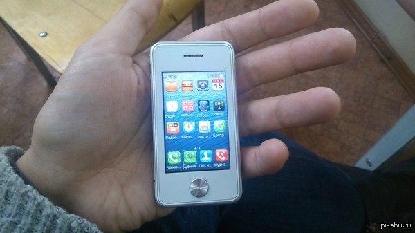 iPhone 0.5s знакомый показал сегодня свой телефон, звонит, пишет смс, можно даже в интернет выйти. В лигу великанов?)