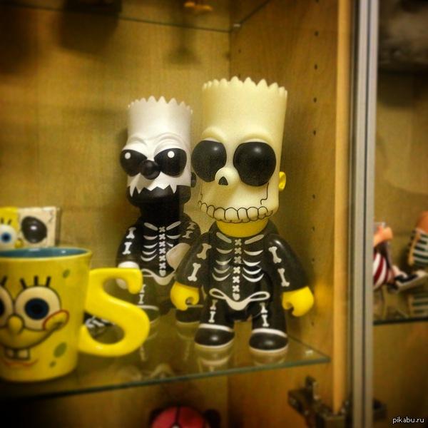 """НекроБарт Вот такой Барт Симпсон был мною встречен на студии компьютерной анимации Санкт Петербург, где делают мультфильм """"Смешарики"""". Брутально)"""