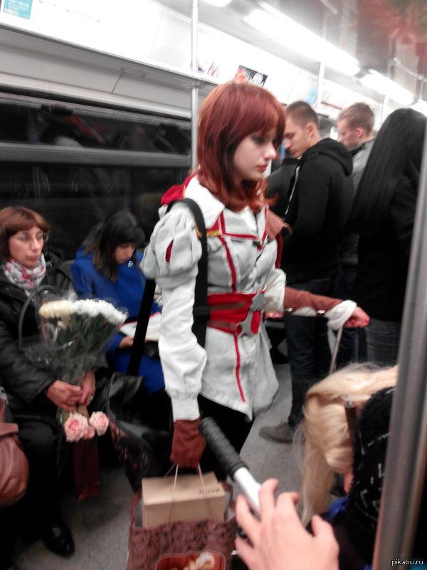Этот милый ассасин был встречен на днях мою в метро. Говорит,с Игромира едет)