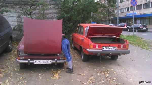 Я думал такого мне не увидеть... только на на фото в pikabu. Выхожу с работы, иду к машине и тут они. Два москвича и симпотяжка. Руки все в масле, чего-то ковыряется. Предложил помощь - отказалась.