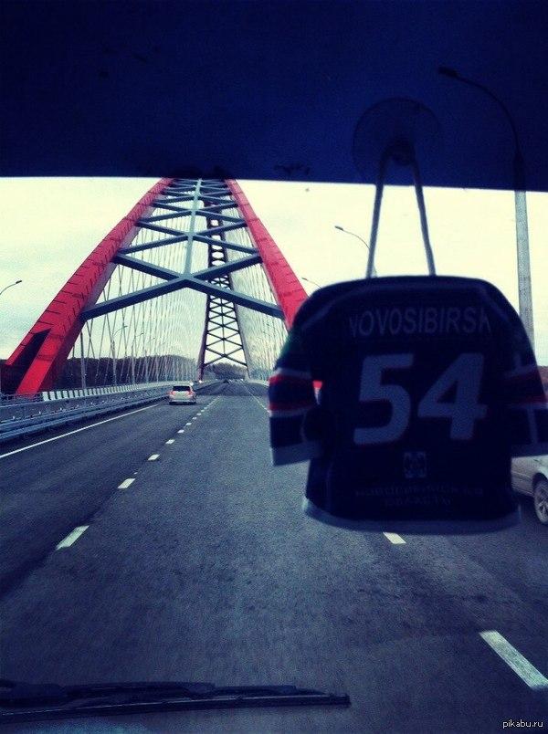 Третий мост через реку Обь в Новосибирске. Самый большой арочный мост в СНГ. Сам Путин приезжал вчера ленточку резать.