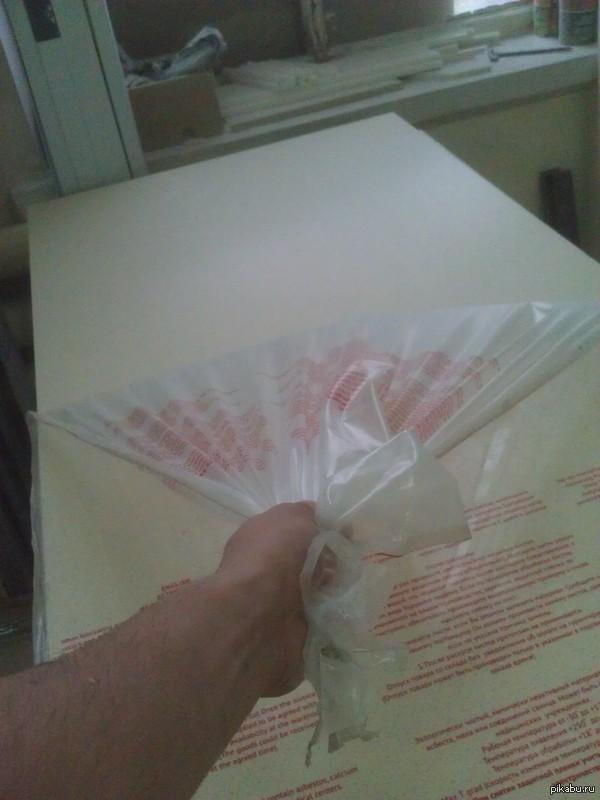 Любителям снимать пленку с новых вещей После снятия пленки можно еще в кого-нибудь статику разрядить