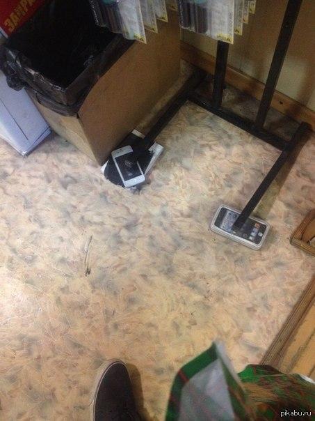 пользователи андройд. был сегодня в салоне, заправлял картридж. вот такой устойчивый стенд с товаром.