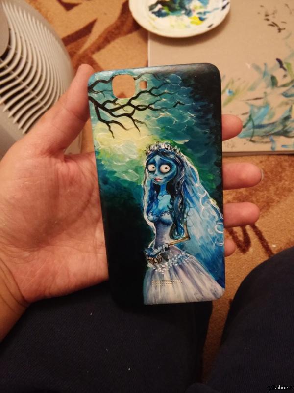 Эмили.. Телефон,акриловая краска и немного свободного времени:)