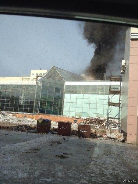 Лига детективов нужна помощь!! Сейчас сделали вброс то что горит аквапарк в Казани. Видел своими глазами то что ничего не горит и дыма нет. Не могли бы определить монтаж или нет?