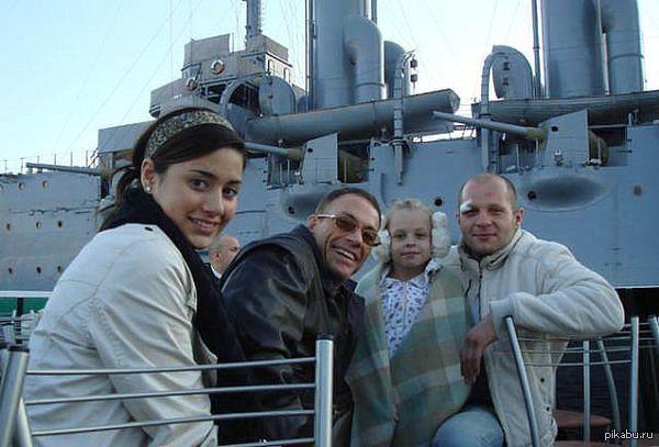 Ван Дамм и Федя. Каждый со своей дочкой.
