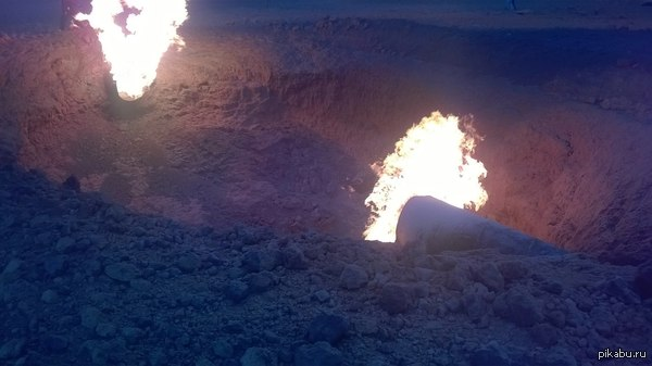 В Рязанской области рванул газопровод. фото и видео пострадавших нет. ссыль в комментах. трава горела в радиусе 100 метров. теперь там лунный пейзаж