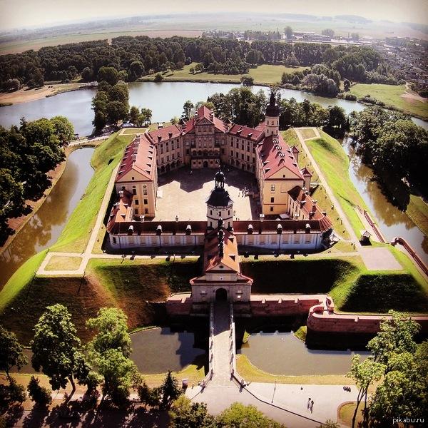 Беларусь замок Несвиж  осень 2014 Фото сделано при помощи дрона (квадрокоптера)