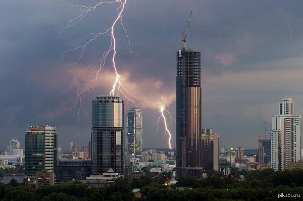 Башни спорят с небесами Екатеринбург