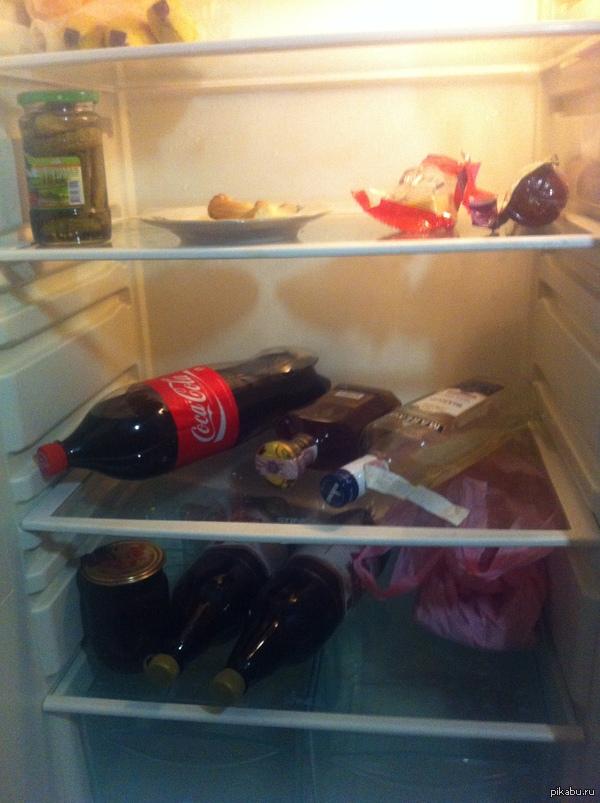 "Мой холостятский холодильник ;) В ответ на пост <a href=""http://pikabu.ru/index.php?cmd=interested"">http://pikabu.ru/index.php?cmd=interested</a>"