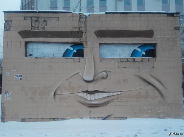 Граффити в центре города Понравился оригинальный рисунок. Вживую выглядит круче!   Здесь кажись лига детективов была? Это конечно слишком легко, но все же.