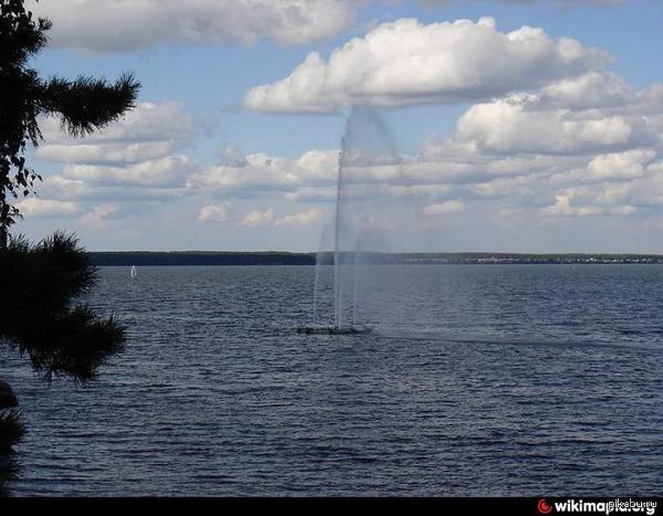 """Фонтан В городе Снежинске был мэр с фамилией Опланчук,и решил он себя увековечить и сделал он на озере Синара фонтан, и назвал он его """"Струя Опланчука"""""""