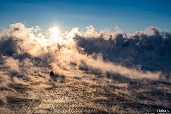 Черное море парит Вчера в Анапе было -17 и море на глазах испарялось. Такие красивые кадры снял местный фотограф Сергей Филькин