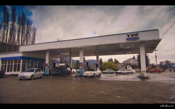 Нива на автозаправке в Патагонии(Часть Южной Америки). Кадр взят из спецвыпуска Top Gear в Патагонии(Часть 1).